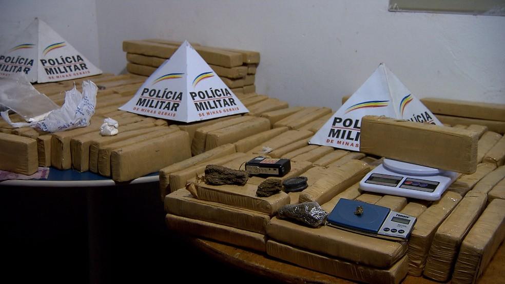 PM apreende grande quantidade de droga em condomínio, em Lagoa Santa (Foto: Reprodução/ TV Globo)