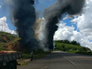 Vítimas não conseguiram sair do veículo (Foto: Mabson Dantas/Acervo pessoal)