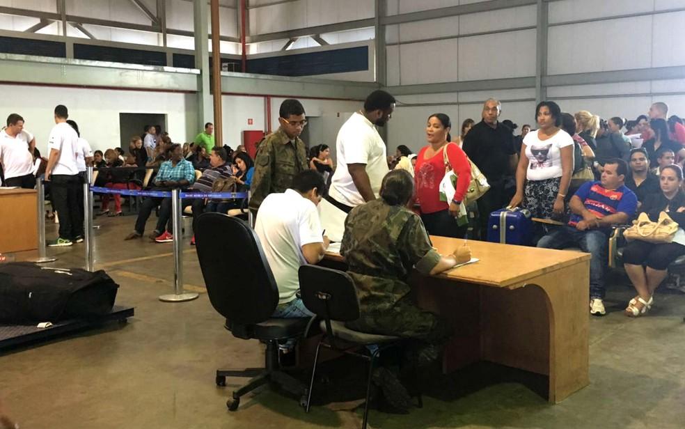 Profissionais cubanos chegam a Brasília para repor contratos do programa Mais Médicos