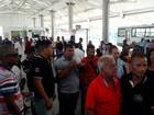 Usuários de ônibus da região metropolitana protestam em Salvador