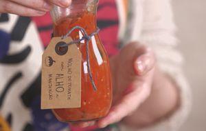 Como fazer molho de tomate com alho e manjericão
