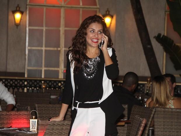 Paloma Bernardi em restaurante na Zona Oeste do Rio (Foto: Thyago Andrade/ Foto Rio News)
