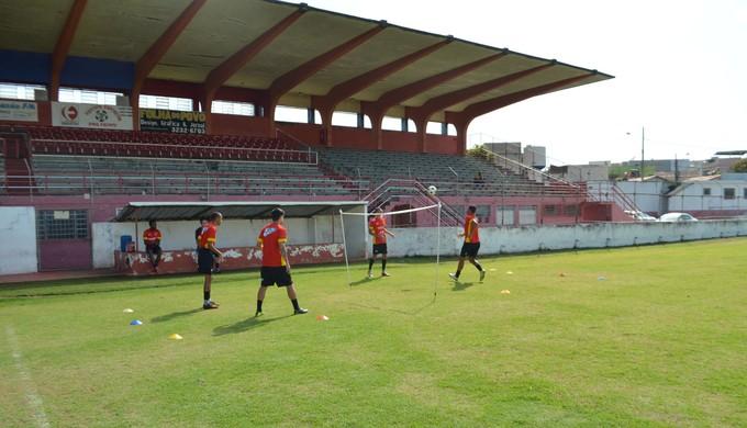 """Tricordiano treina e manda seus jogos no acanhado """"Elias Arbex"""", com capacidade para 2,5 mil torcedores (Foto: Régis Melo)"""