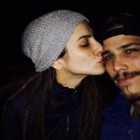 Rômulo Neto ganha beijo de Cleo Pires (Foto: Instagram/ Reprodução)