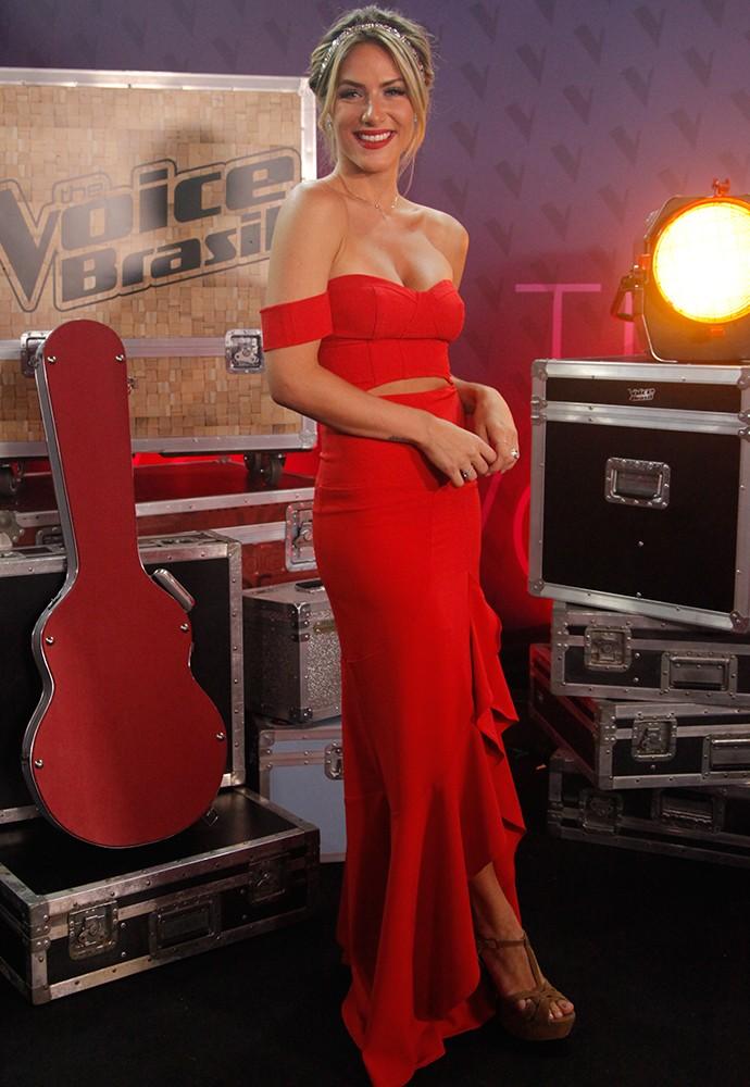 Giovanna Ewbank esteve nos bastidores com esse vestido ba-ba-dei-ro (Foto: Artur Meninea)