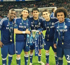 Brasileiros comemoram título do Chelsea (Foto: Instagram)