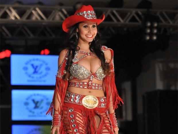 Bárbara Barcelos durante desfile do concurso de Rainha da Festa do Peão de Barretos (Foto: André Monteiro/Os Independentes)