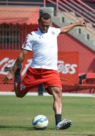 O atacante Luis Fabiano deverá ser titular contra o Cruzeiro (Foto: Site Oficial São Paulo FC/ Reprodução Globoesporte.com)