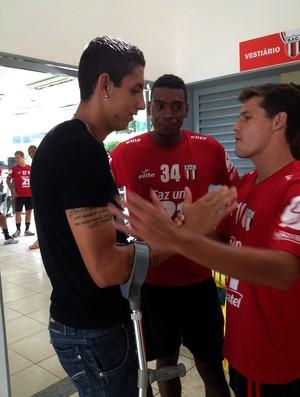 Rafael Caldeira se despede dos companheiros (Foto: Cleber Akamine)