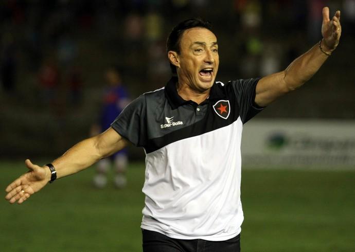 Roberto Fonseca, técnico do Botafogo-PB (Foto: Francisco França / Jonal da Paraíba)