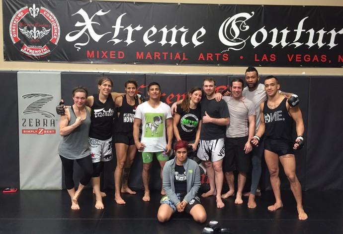 Poliana Botelho treina com lutadores na Xtreme Couture em Las Vegas (Foto: Poliana Botelho/Arquivo Pessoal)