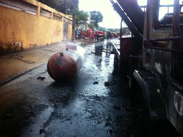 Caminhão explodiu na Zona Leste de Manaus (Foto: Divulgação/Corpo de Bombeiros)