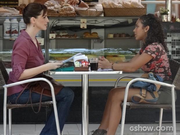 Julia pede para que Frédéric seja novo professor do Destaque  (Foto: Malhação / TV Globo)