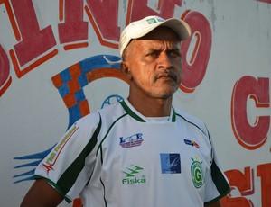 Técnico do Guarany-SE, Pimenta, comenta lance bizarro (Foto: Felipe Martins/GLOBOESPORTE.COM)