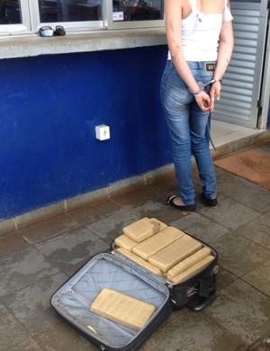 Moça não delatou fornecedores e compradores de substâncias (Foto: Ísis Capistrano/ G1)