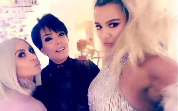 Kim, Kris e Khloe (Foto: Reprodução)