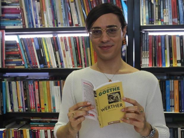 Danny sonha em deixar para a posteridade uma biblioteca com 100 mil livros  (Foto: Beto Marques/G1)