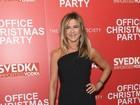 Jennifer Aniston usa look básico em première de 'A última ressaca do ano'