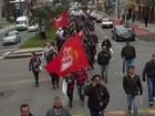 Em greve, funcionários da Urbs e da Setran fazem passeata em Curitiba