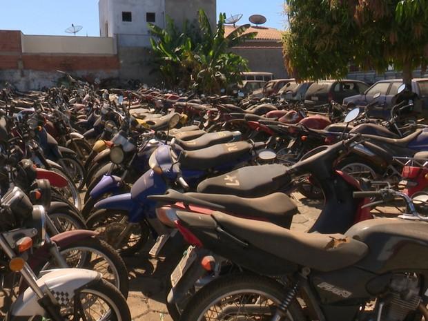 Maioria dos veículos que serão leiloados é composta por motocicletas (Foto: Ricardo Araújo/Rede Amazônica)