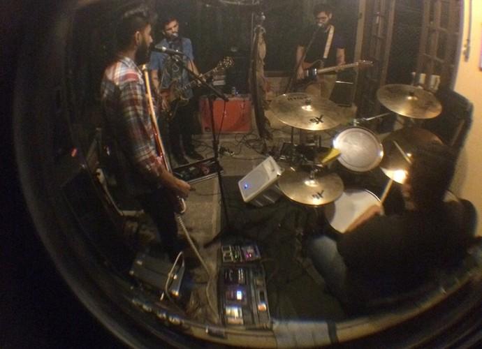 Versalle durante a pré-produção do grupo em estúdio (Foto: Arquivo Pessoal)