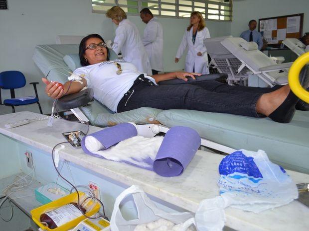"""""""A maior satisfação é saber que posso ajudar a salvar várias vidas dando um pouco de mim"""", diz Maésia Vieira Brota (Foto: Marina Fontenele/G1 SE)"""