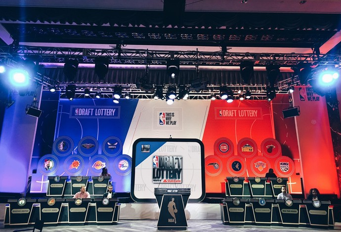 Loteria do Draft de 2017 da NBA foi realizada em Nova York (Foto: Reprodução/Twitter)