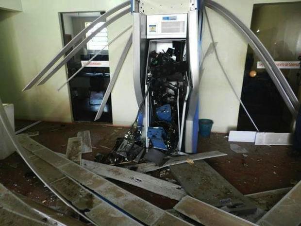 Caixa do prédio da prefeitura de Miracema do Tocantins ficou destruído (Foto: Reprodução)