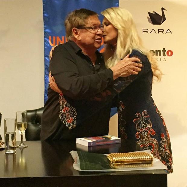 Antônia Fontenelle e Boni em lançamento de livro no Rio (Foto: Reprodução/Instagram)