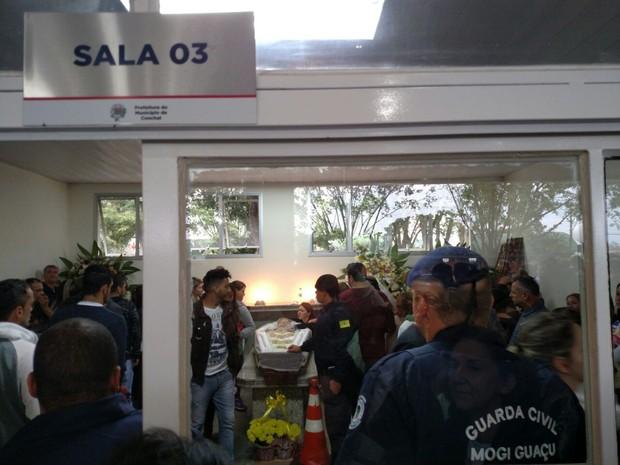Cantor Renan Ribeiro é velado em Conchal  (Foto: Fabio Rodrigues/ G1)