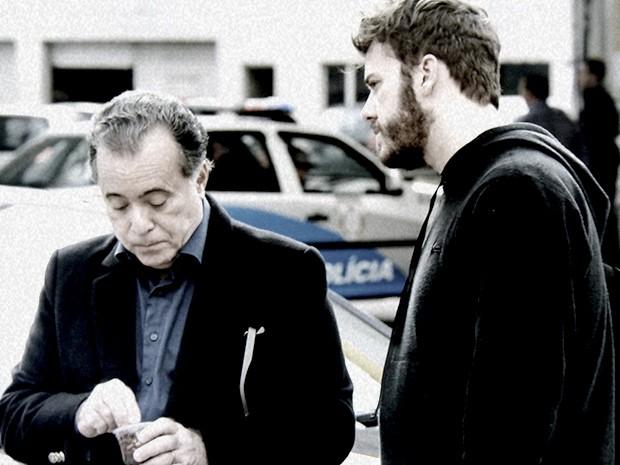 Braga e Kiko se encontram para negociar a entrega do dossiê (Foto: O Rebu / TV Globo)