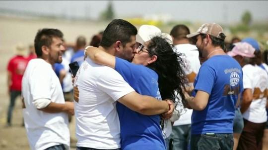 Famílias separadas entre EUA e México se unem por 3 minutos