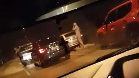 Resultado de imagem para Homem morre em confronto com a PM após roubar carro; cinco conseguiram fugir