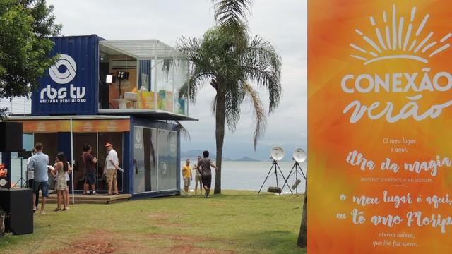 Programas foram ao vivo do estúdio de verão na Beira-Mar Norte, em Florianópolis (Foto: RBS TV/Divulgação)