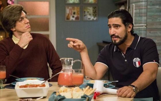 Renato Góes (esquerda) se divertiu no intervalo  das gravações ao lad do humorista   (Foto: Divulgação/ Rede Globo)