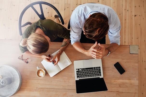 Ter uma boa equipe para ajudar, respeito entre o casal e estar sempre na empresa são, para Érika,  os segredos para o negócio dar certo! (Foto: Thinkstock)