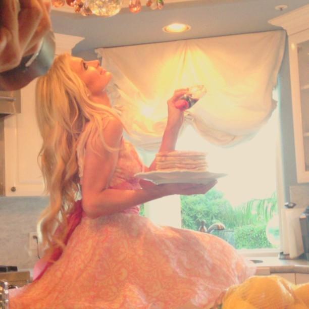 Paris Hilton em sessão de fotos (Foto: Instagram/ Reprodução)