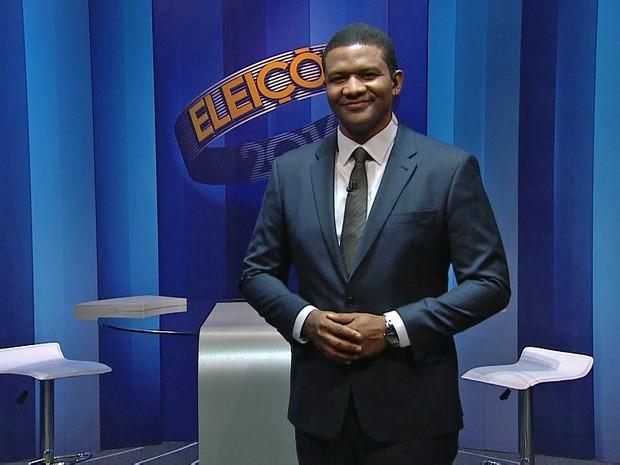 Márcio Bonfim é o mediador do debate entre os candidatos à prefeito do Recife, Geraldo Julio (PSB) e João Paulo (PT) (Foto: Reprodução/TV Globo)