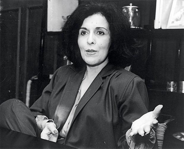 OLHAR FEMININO Marly de Oliveira,  a segunda mulher de João Cabral, em foto de 1987. Ela lia para ele, mas João Cabral só acompanhava textos curtos (Foto: Agência O Globo)