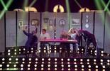 Fernanda apresenta os convidados ao som de Rita Lee