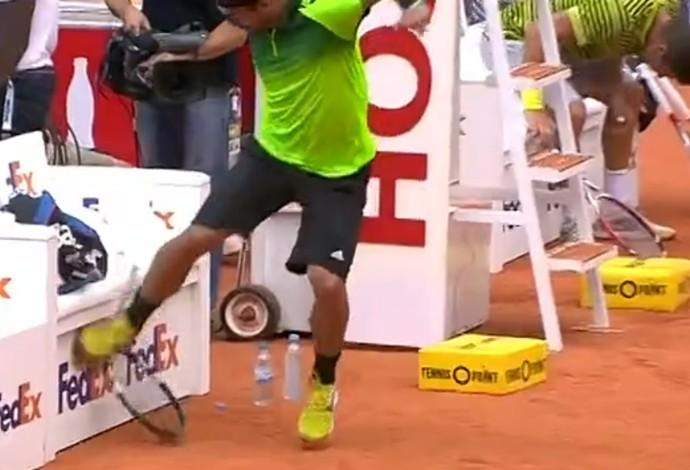Fabio Fognini se irrita e quebra raquete durante jogo em Hamburgo (Foto: Reprodução/Tennis TV)