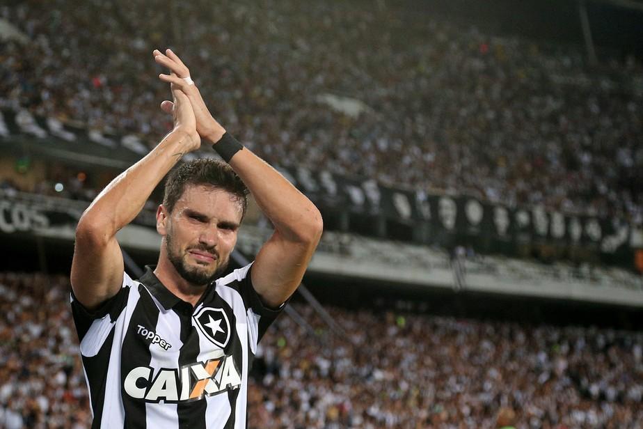 Com entrega e gols, Pimpão se torna o cara (e a cara) do Botafogo na Libertadores