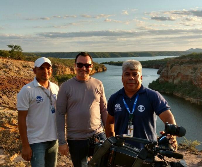 O repórter cinematográfico Aldo Correia, ao lado do repórter Amorim Neto e do Auxiliar cinematográfico José Leite (Foto: Arquivo pessoal )