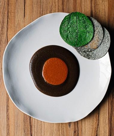 Mole madre, prato do restaurante Pujol, que serve duas versões do molho-base da alimentação do país (Foto: Araceli Paz / Divulgação)