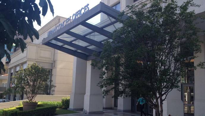 Patrícia foi até o escritória do seu advogado nesta segunda-feira (Foto: Luiza Carneiro/G1)
