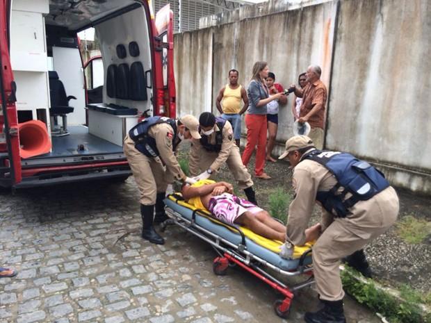 Homem sofreu choque elétrico em poste (Foto: Walter Paparazzo/G1)