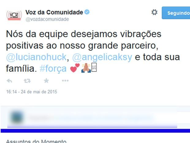 A equipe do jornal A Voz da Comunidade, do Conjunto de Favelas do Alemão, desejou boas vibrações ao casal (Foto: Reprodução/Twitter)