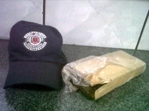 """Tijolo de maconha era transportado por """"mula"""", em Americana, SP (Foto: Divulgação / Gama)"""