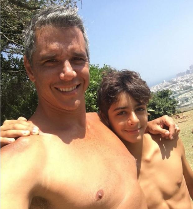 Marcio Garcia mostra semelhança com o filho (Foto: Reprodução / Instagram)