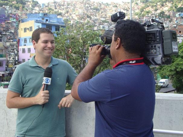 Paulo Mario Martins apresenta reportagem sobre pré-vestibulares comunitários (Foto: Divulgação)